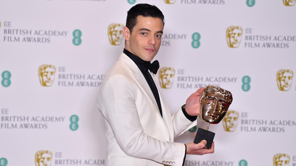 Rami Malek recibió el galardón por su papel de Fredie Mercury en Bohemian Rhapsody. FOTO AFP