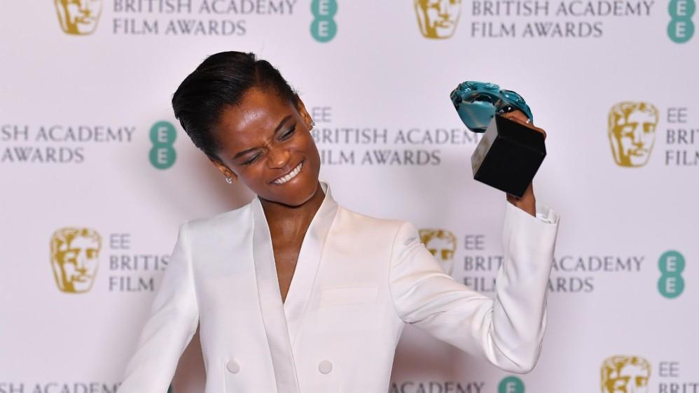 Letitia Wright recibió el premio a Mejor estrella emergente. FOTO AFP
