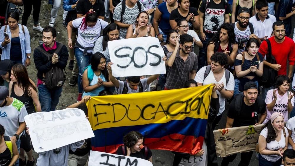 Los recorridos por las calles fueron acompañados con pancartas, cánticos y consignas. Foto Jaime Pérez