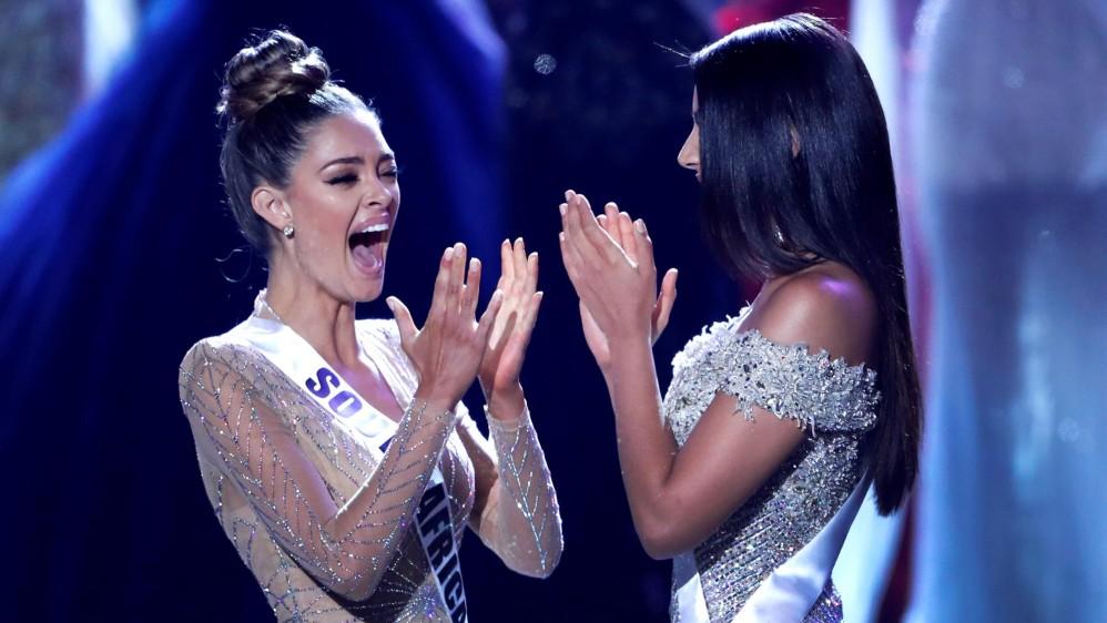 Las dos finalistas, Miss Sudáfrica, Demi-Leigh Nel-Peters y Miss Colombia, Laura González. FOTO Reuters