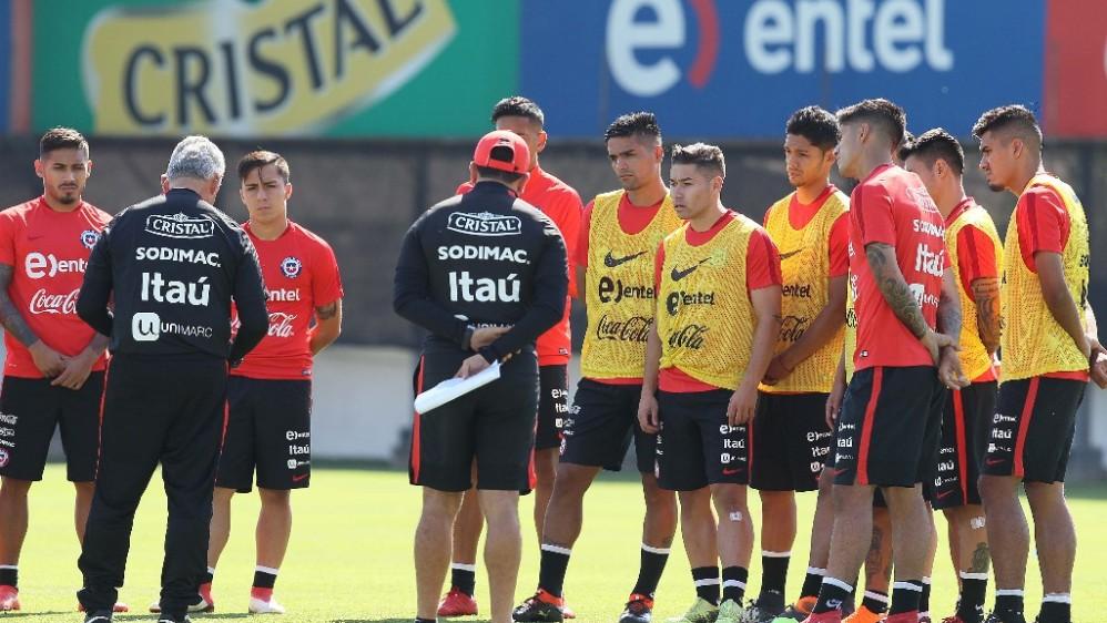 Los principales jugadores australes manifestaron su respaldo al nuevo entrenador, que llega con la misión de volver a Chile a un Mundial. FOTO TOMADA DE TWITTER SELECCIÓN CHILENA