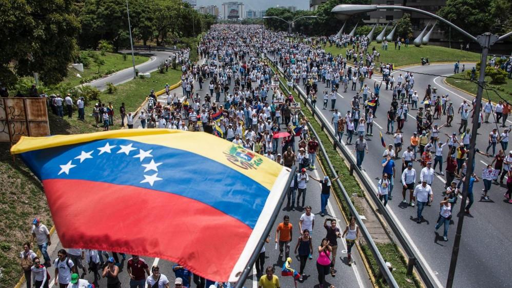 Las marchas transcurren en medio de la tensión política y una ola de protestas opositoras que han dejado al menos 5 muertos, y centenares de heridos y detenidos. FOTO AFP