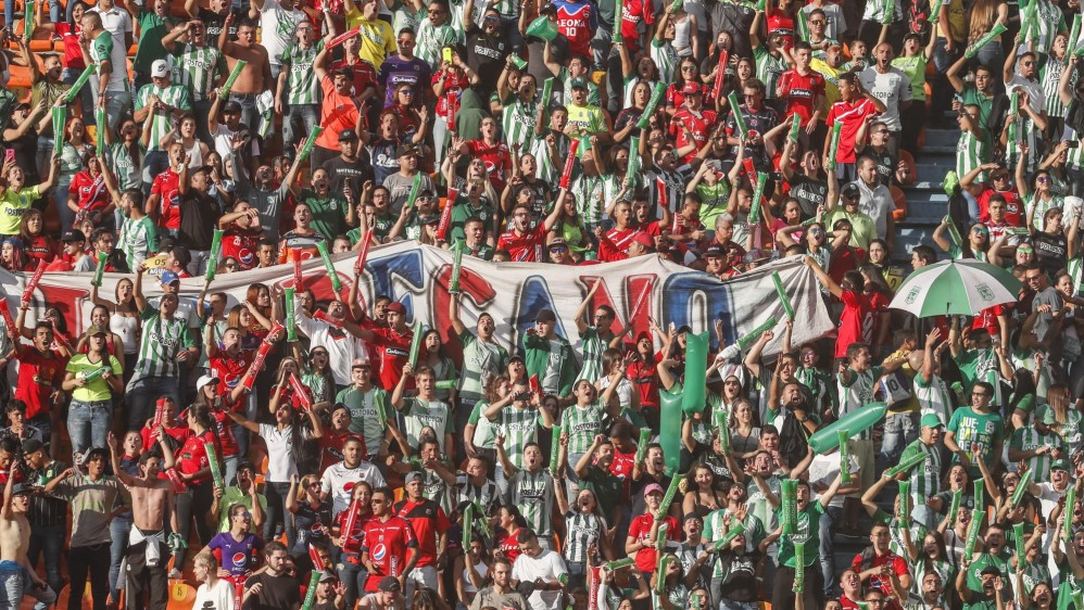 Las tribunas se vistieron de fiesta, color y convivencia. Foto: Róbinson Sáenz