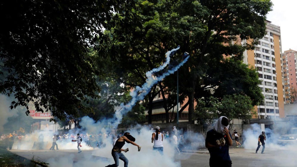 Algunos accesos a Caracas, amanecieron hoy bloqueados y el metro de la capital cerró una veintena de sus estaciones en el centro de la ciudad ante las convocatorias. FOTO REUTERS