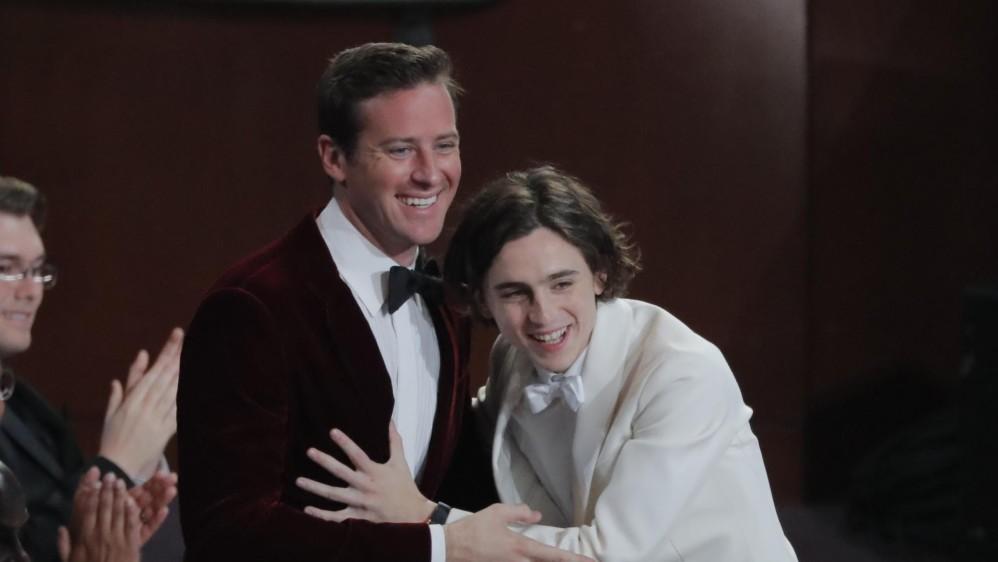 Así fue la felicidad de Armie Hammer y Timothée Chalamet cuando escucharon que la cinta Llámame por tu nombre recibía el premio a Mejor Guión Adaptado. FOTO Reuters