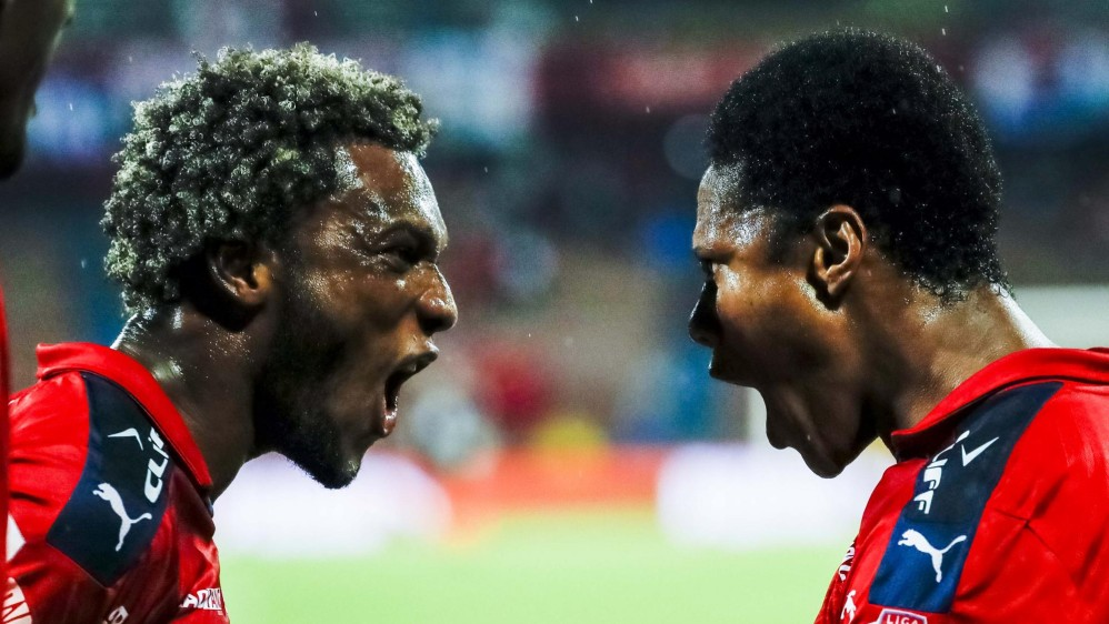 Celebración de los jugadores del DIM Didier Moreno y Yairo Moreno durante un partido contra el América de Cali. Foto: Jaime Pérez