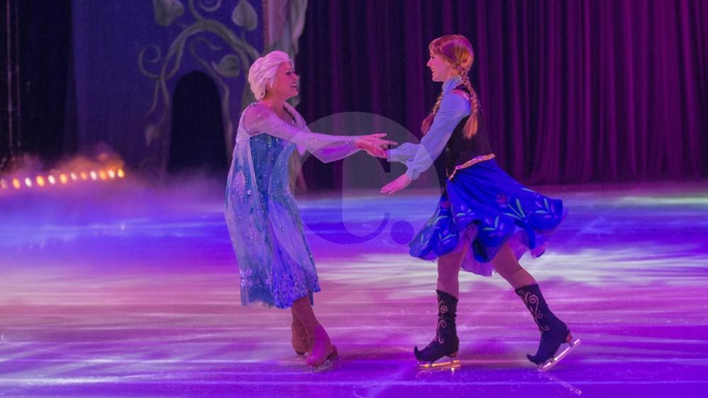 Las princesa de Frozen: Elsa y Anna, contarán su historia durante el espectáculo de Disney que tiene una duración de dos horas. Fotos: Donaldo Zuluaga.