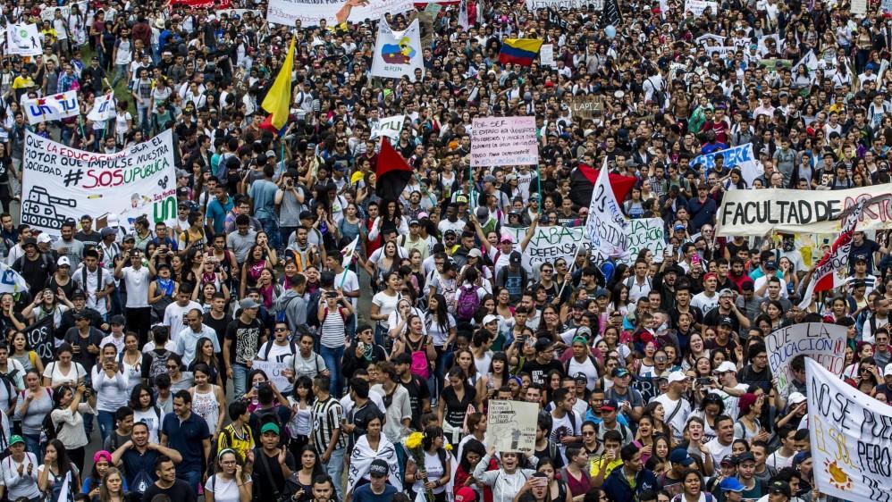 En las principales ciudades de Colombia se realizaron las marchas de los estudiantes universitarios. Foto Jaime Pérez