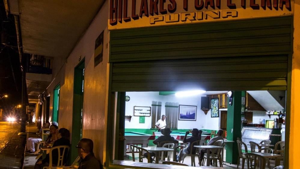 Los bares y cantinas del pueblo, sitios de ocio donde se conservan las tradiciones campesinas. Foto: Julio César Herrera