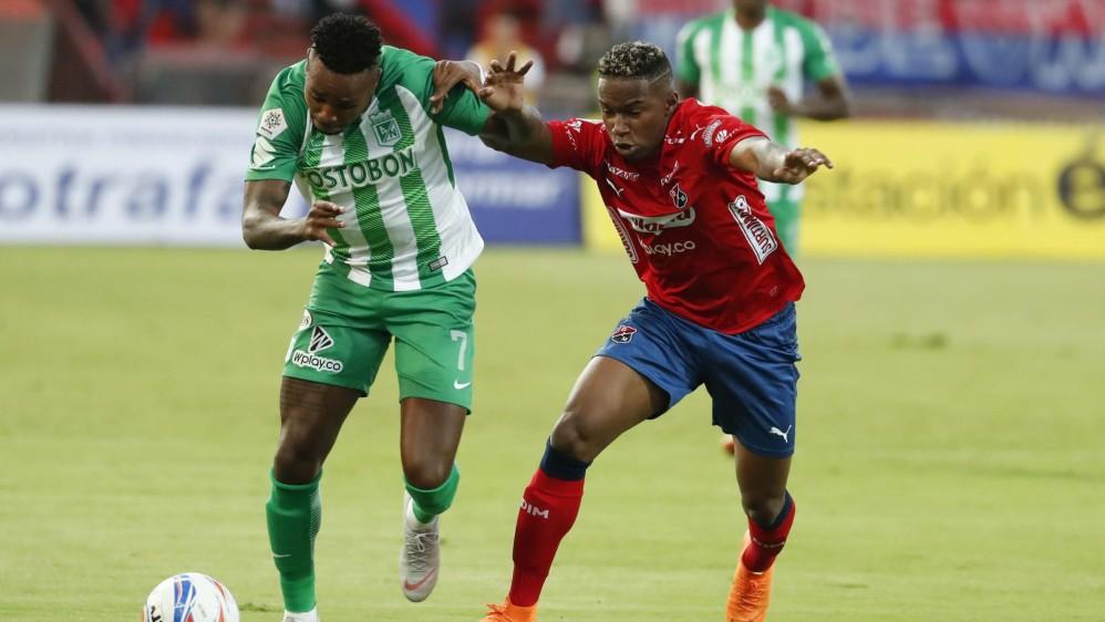 Gustavo Torres de Nacional y William Parra del Medellín tuvieron una sana lucha durante todo el partido FOTO: ROBINSON SÁENZ