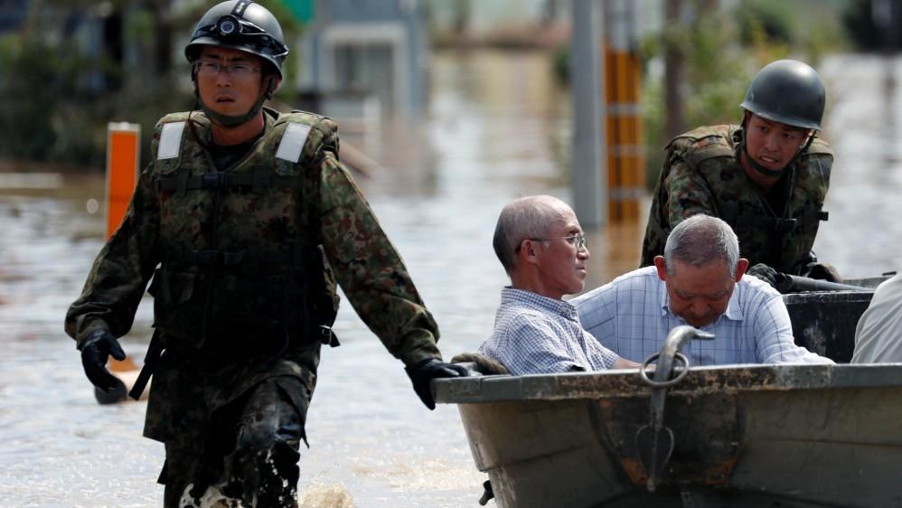 El país ha enfrentado grandes terremotos por décadas pero las lluvias no habían sido una preocupación mayor. Los rescates siguen en busca de los desaparecidos. Las condiciones climáticas extremas aumentan en la época estival de lluvias y tifones. Foto: Reuters