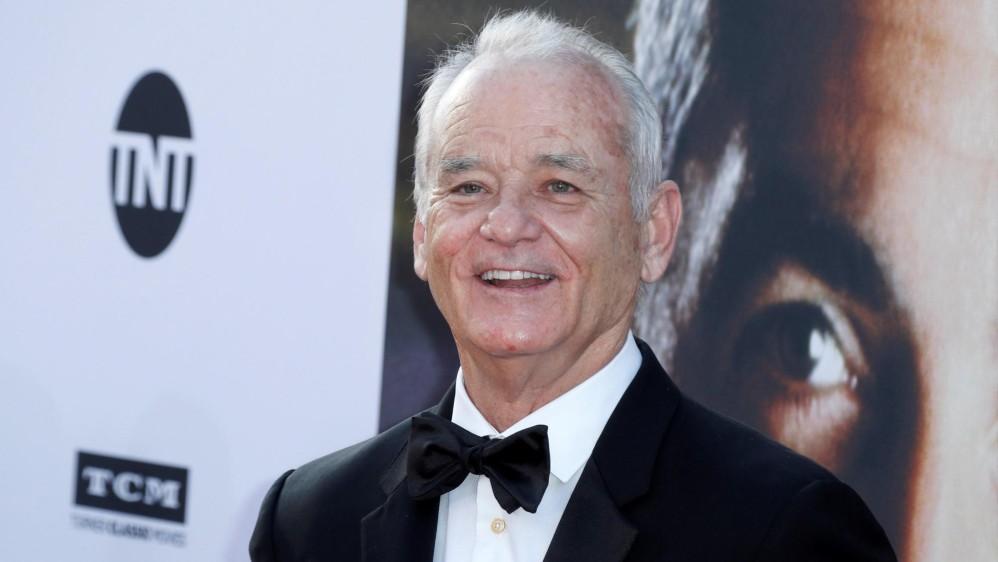 El actor estadounidense Bill Murray posa para los fotógrafos a su llegada a la gala de entrega del 46º premio a la carrera profesional que entrega el Instituto de Cine Americano (AFI) en el teatro The Dolby Theatre de Hollywood. FOTO Efe